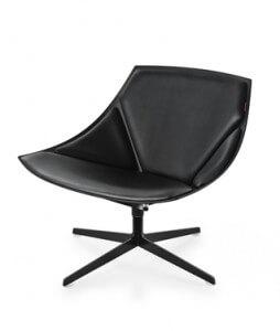 Space loungestoel met zwart lederen zitting en zwart frame. Geïntroduceerd in de herfst van 2008, ontworpen door Jehs+Laub in 2007.